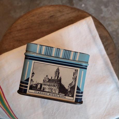 オランダの老舗キャンディー屋さんの缶 四角
