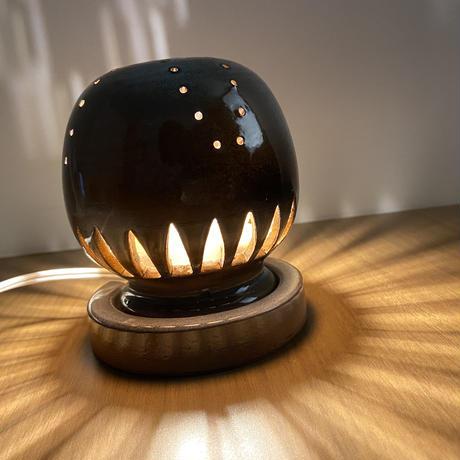 幻の須佐唐津焼  窯元製作陶器ランプ 黒 カーブ フィラメントLED
