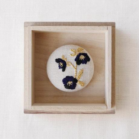 Mayumi  Tomita クリスマスローズ刺繍ブローチ