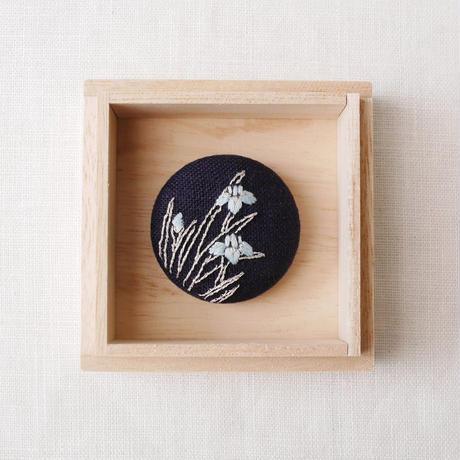 Mayumi Tomita オリジナル燕子花ブローチ