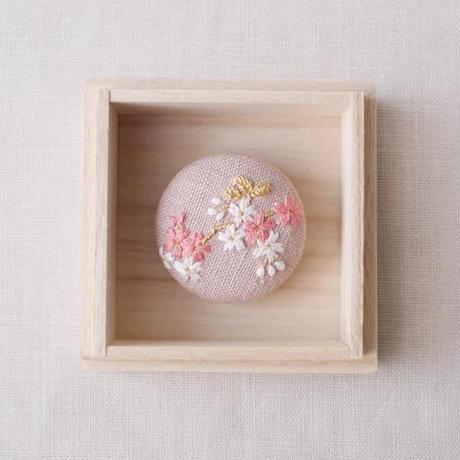 Mayumi tomita  刺繍ブローチ 桜