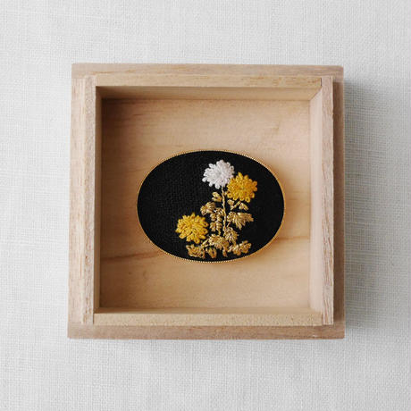 光琳図案刺繍帯留ー菊 Mayumi Tomita