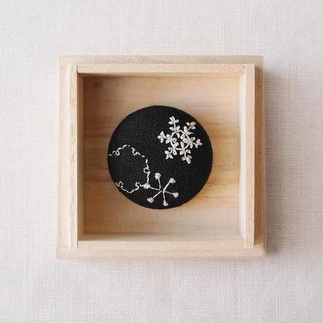 Mayumi Tomita 手刺繍ブローチ 雪の結晶