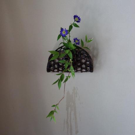 Yoshimichi Yoshida 竹掛け花入 (竹の落とし付き)