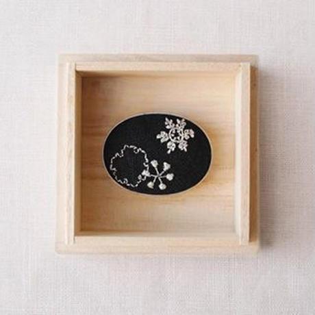 Mayumi Tomita 手刺繍帯留 雪の結晶