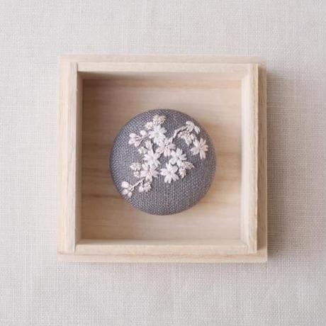 Mayumi Tomita 桜刺繍 グレー地