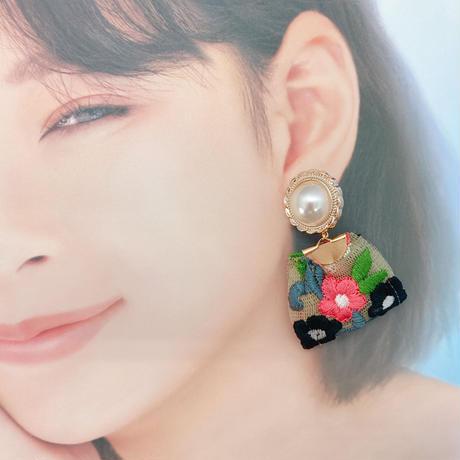 お花のイヤリングNo.3