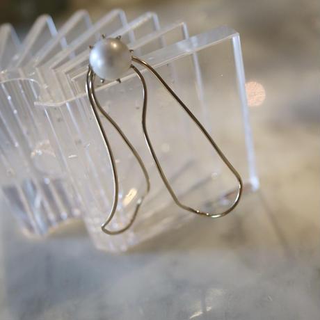 "Fresh water pearl bow earring  ""BEATRIZ PALACIOS"""