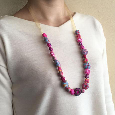 ハンドメイド刺繍ネックレス(マルチカラー)