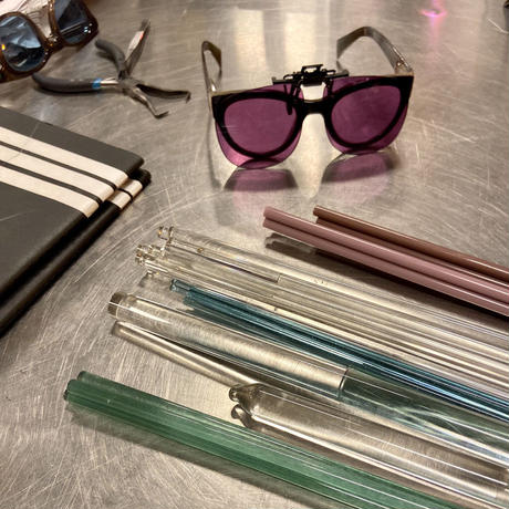 【ANNIKA INEZ】Clear Glassy Hoop ピアス