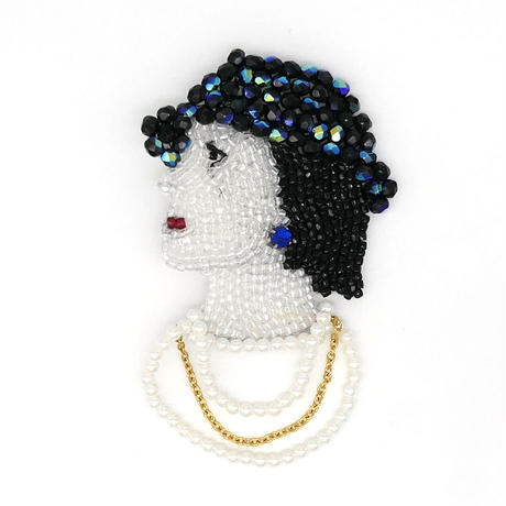 【marianne batlle】 CHANEL FACE WITH NECKLACE (LARGE)