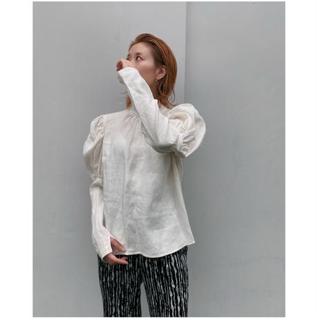 ERiKO KATORi「linen puff sleeve blouse」white.