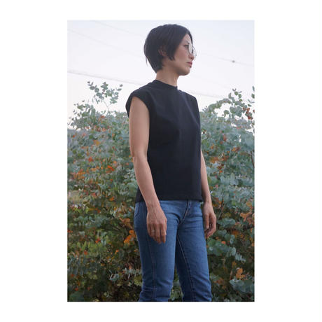 HOLIDAY 「CUT OFF LACE-UP TOPS」