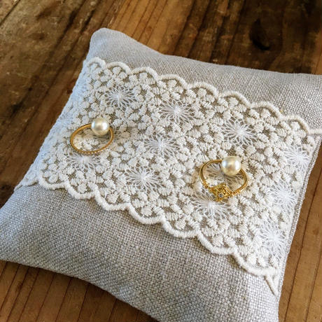 Ring Pillow * wide lace