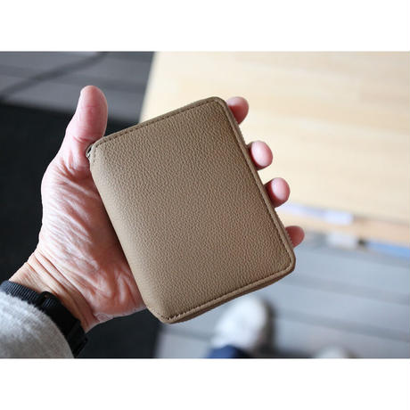 ERA. イーラ  / BUBBLE CALF ROUND PALM WALLET 折り畳み財布  【トープ】
