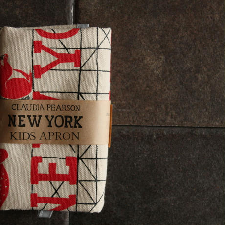 KIDS APRON NEWYORK / Claudia Pearson