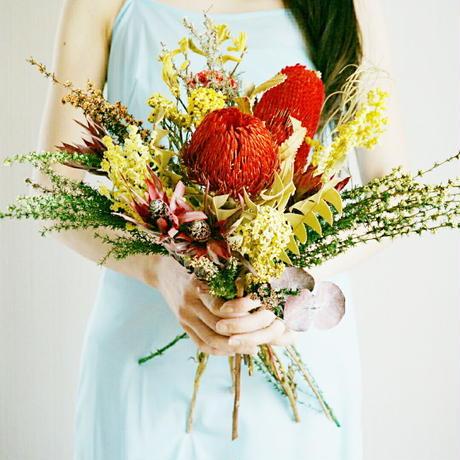 『結婚式に プリザーブドの赤いブーケ  横長クラッチ red&yellow 』 披露宴や二次会に ブートニア付き