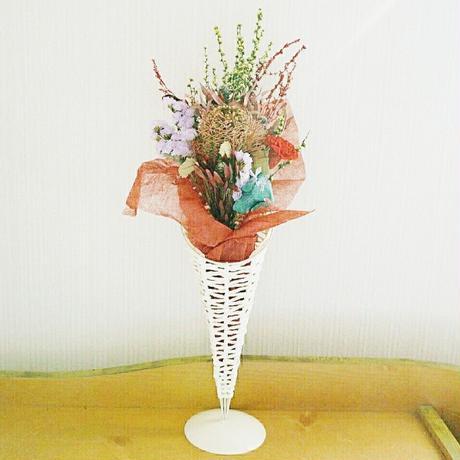 『母の日ギフト スタンド付き 花束mix1515』ワイルドフラワーでおしゃれに