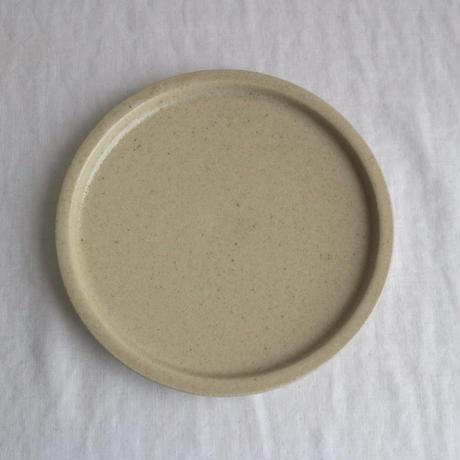 リム皿細5.5寸ベージュ / こいずみみゆき