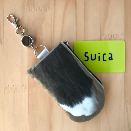 CAT PAW PASS HOLDER _fluffy_khaki_Black & White