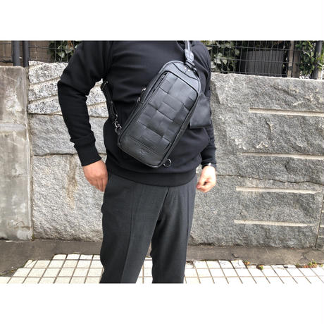 撥水レザー使用】マスクケース付きメッシュボディバッグ(本革)guardant BLACK