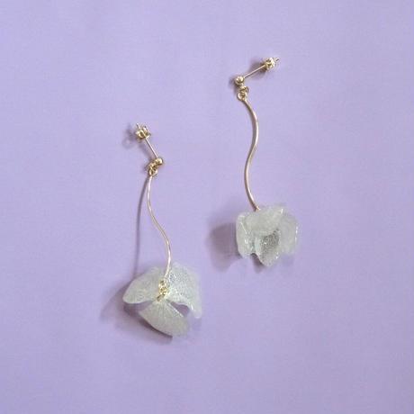 """【petal series】 Swing Flower Earrings(Pierces) """"hydrangea"""""""