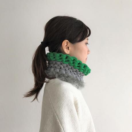 【proef】AMO フェイクファー付きスヌード(Grey&Green)