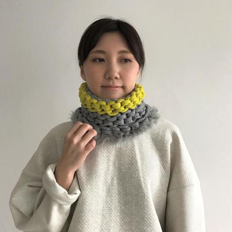 【proef】AMO フェイクファー付きスヌード(Grey&Yellow)