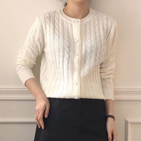 《予約販売》white button cable cardigan