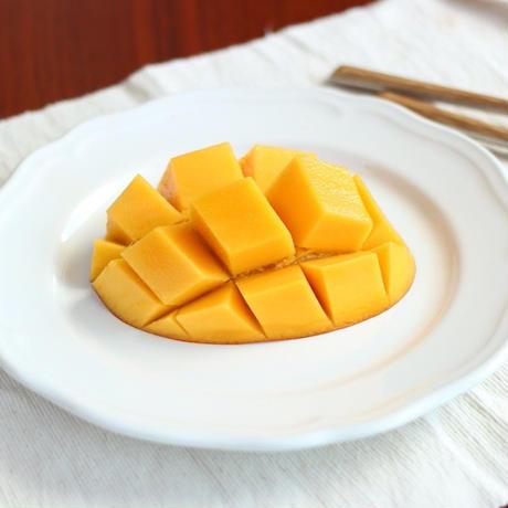 秀品(化粧箱入りマンゴー)  大城さんが丹精込めて作った絶品自然農法マンゴー 2k(4~8玉) 沖縄県産