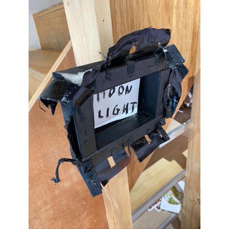 「MOON LIGHT」Levi Pata