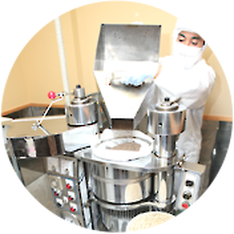 4)搾油方法は低温圧搾生搾り、搾油後すぐに瓶詰めします。