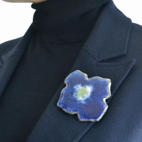 Brooch 'Flower of mission' blue.