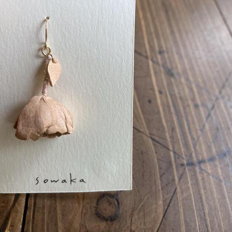 sowaka  片耳 ゆらゆら花ピアス(小)・白