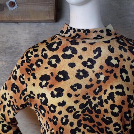 Vintage Designed High-neck Top