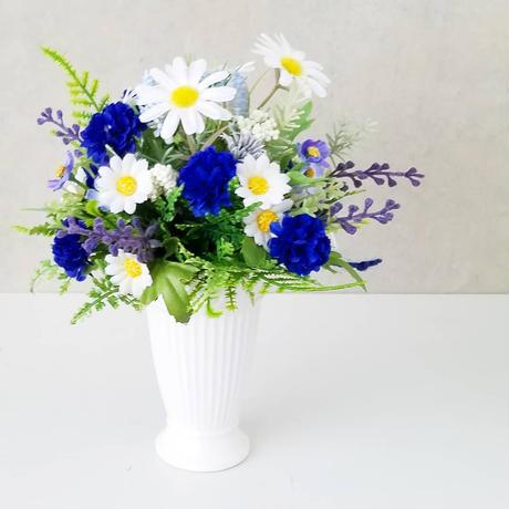 【白いベース付き青いブーケ】