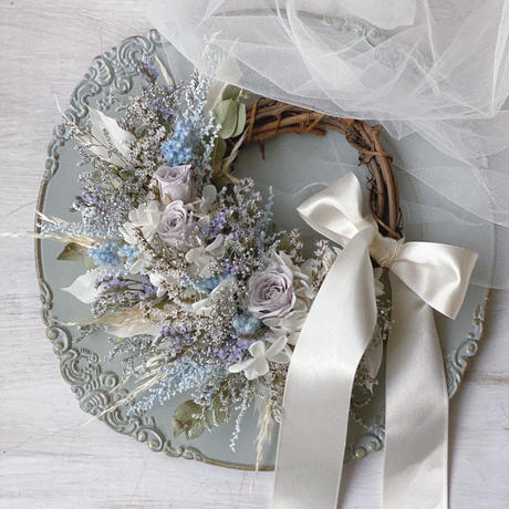 wreath *grayish blue*