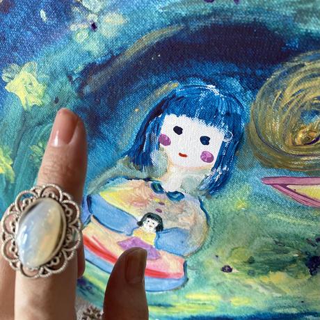 りんかジュエリー 白百合のリング ミルキーオパール護符彫り