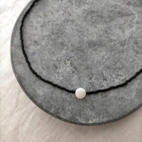 monotone short  necklace
