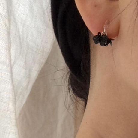 hirahira  black  pierce