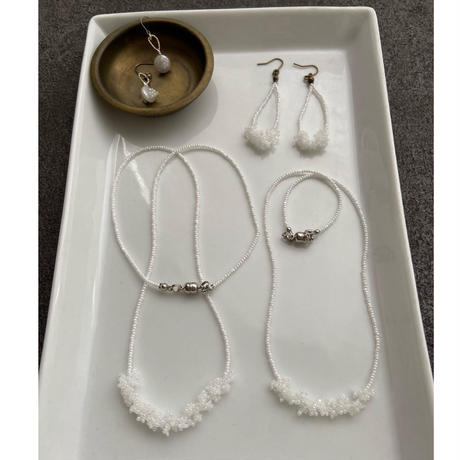 awatsubu  necklace [white/middle 40㎝]