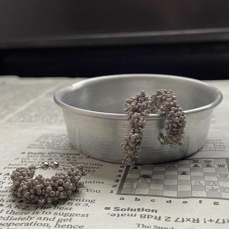 葡萄の粒の イヤーカフ/gray  Czech beads[1piece /オンライン限定]