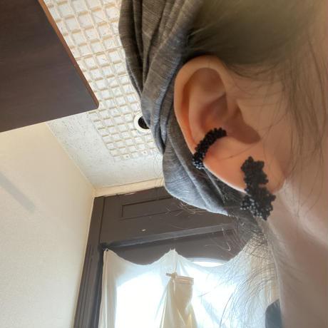 moco moco イヤーカフ/black   Czech beads[オンライン限定 1piece]