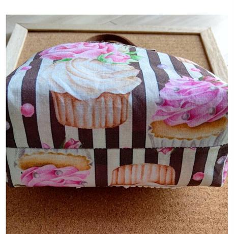 (母の日プレゼント)バネ口ポーチ 持ち手付  ヨーキーとバラのカップケーキ柄