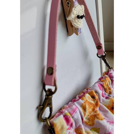 バネ口ポーチ ピンク色の持ち手付  トイプードル柄