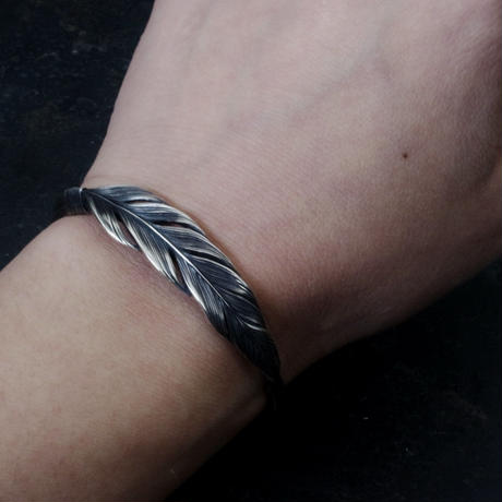 【予約】Single feather bangle SV