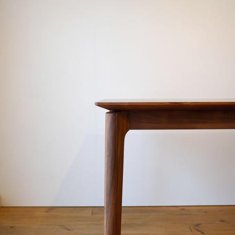 エッジ ダイニングテーブル