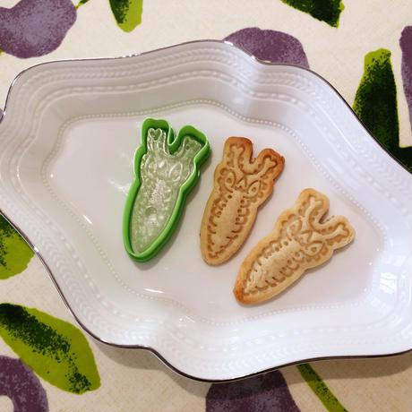 オオムラサキ幼虫スタンプクッキー型  立ち姿
