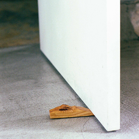 RIDGE doorstop / Ash