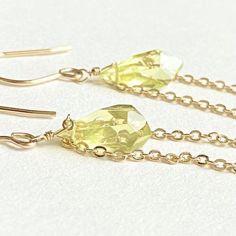 レモンクォーツとゴールドの耳飾り